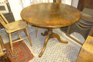 Round Victorian tilt topped oak table